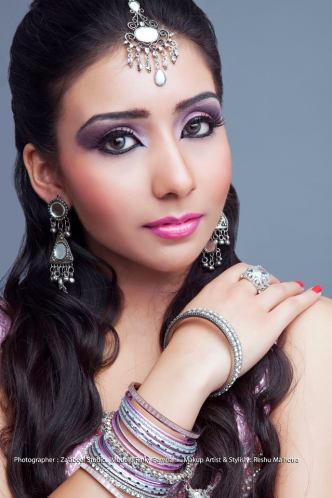 Wearing Eyelashes isn't too difficultDubai Makeup Artist/Beauty Blogger Reshu Malhotra